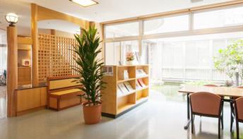中庭/図書エリア